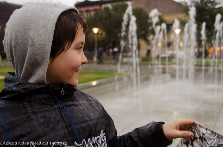 kid near a fountain