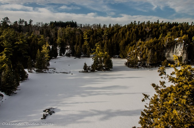 view from teh lookout at Rockwood Conservation Area in the winter