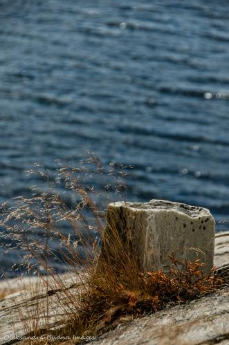 whitte rock against bue lake in Killarney