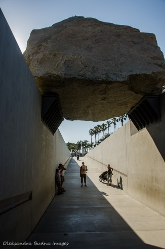 levitated mass in los angeles