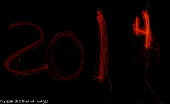 2014 written in glowing sticks