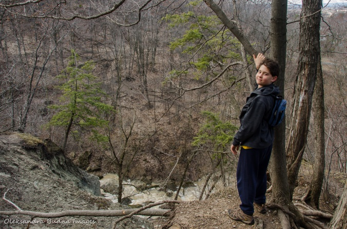 hiking at Devil's Punchbowl conservation area