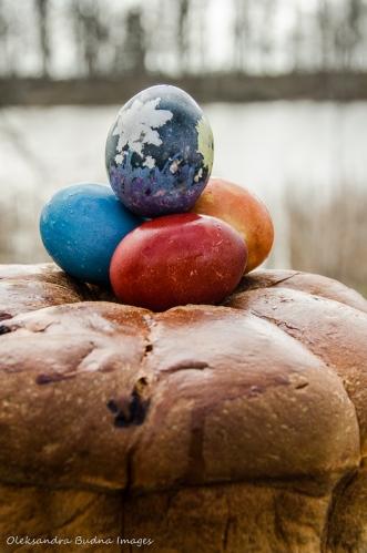 Easter eggs on easter bread