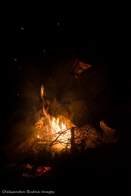 makign bannock over the fire