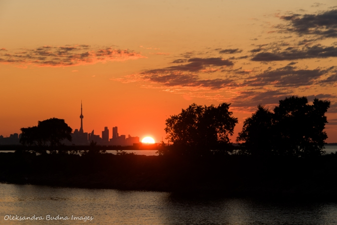 view from Lakefront Promenade Park in Mississauga at sunrise