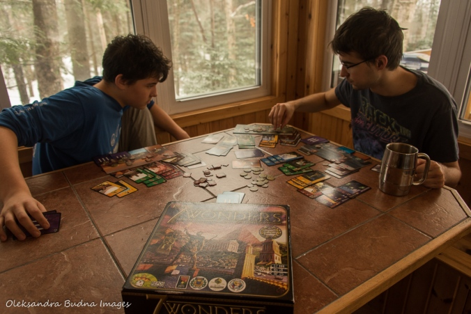 playing 7 wonders in a cabin at Parc national du Mont-Mégantic