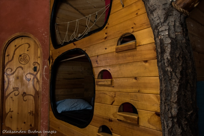 bunk beds in the Hobbit House at Les Toits du Monde