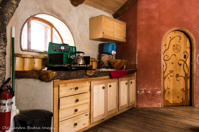 kitchen in the Hobbit House at Les Toits du Monde