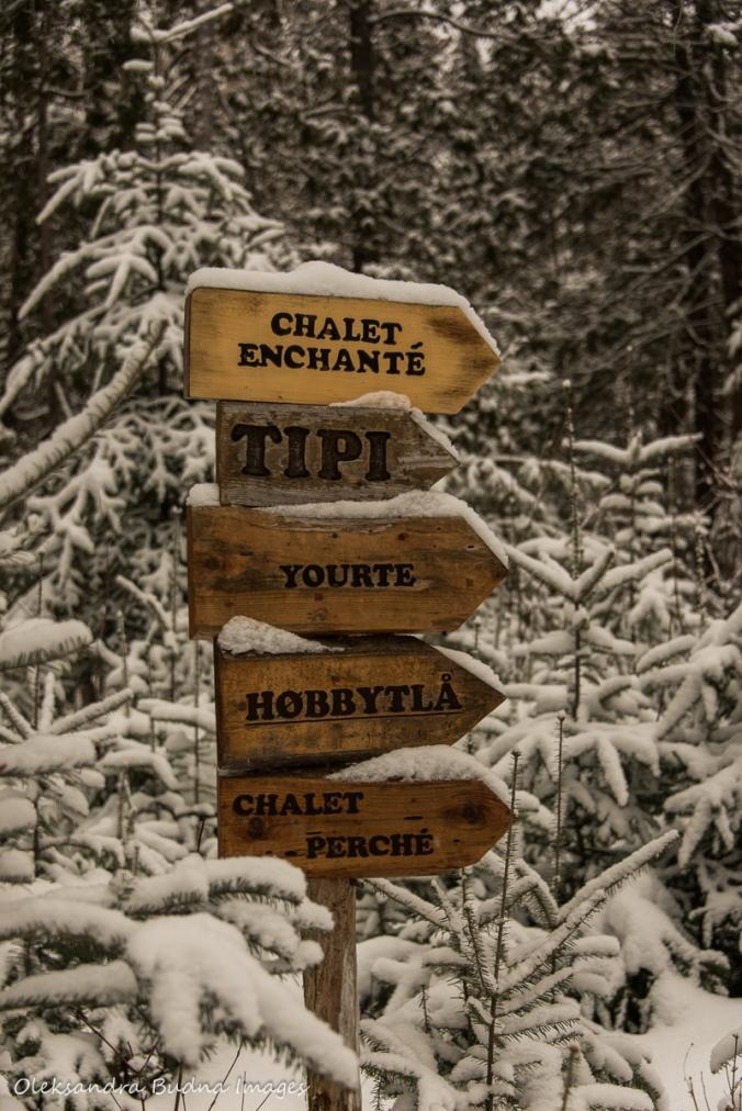 accommodation signs at Les Toits du Monde