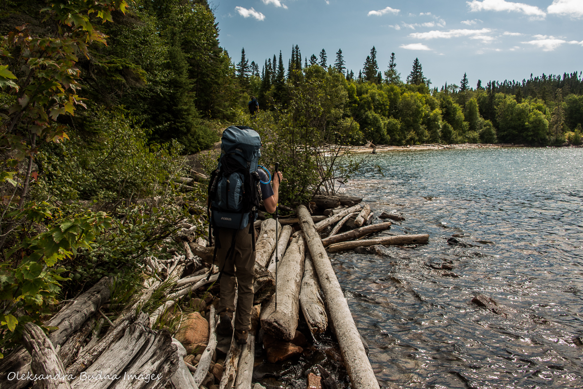 hiking Mdaabii Miikna Trail in Pukaskwa