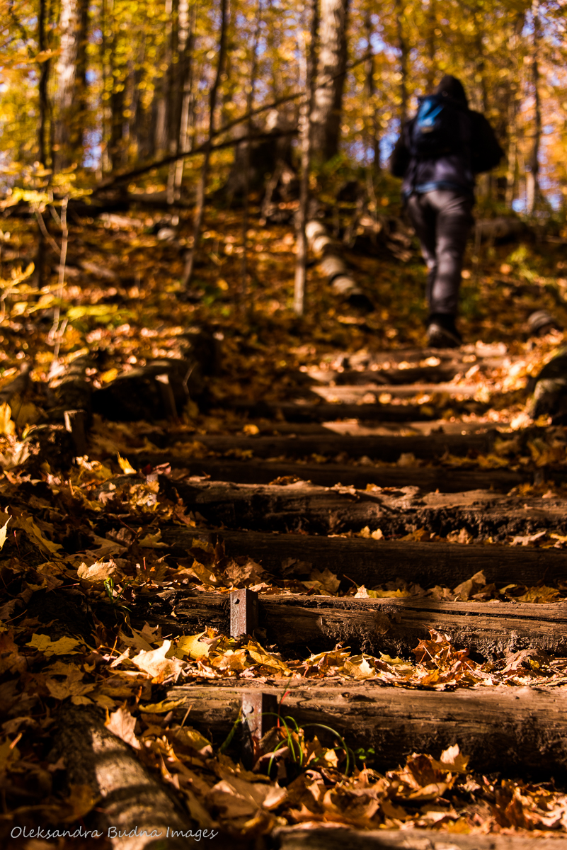 hiking at hockley Valley in the fall