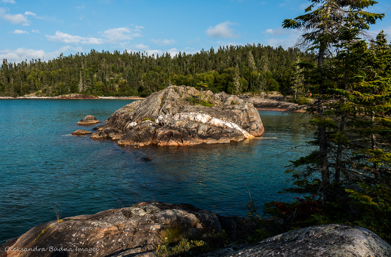Picture Rock Harbour south on Mdaabii Miikna Trail in Pukaskwa